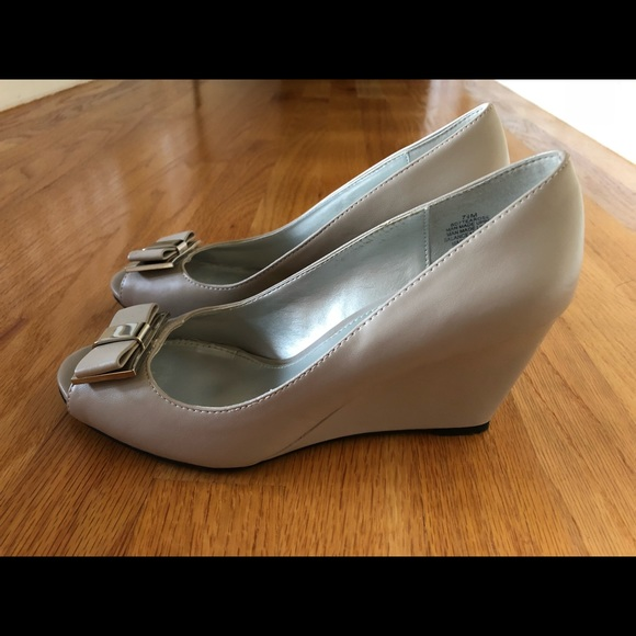 Bandolino Light Gray Peep Toe Wedges